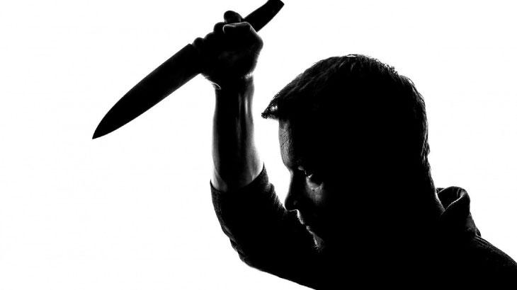 新潟駅前ビルで20代女性刺され死亡!刺した男は逃走中